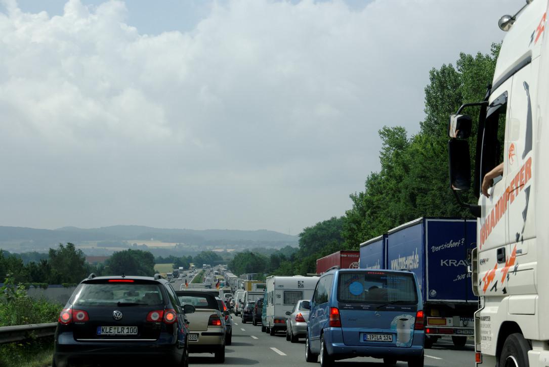 Sackgasse Autogesellschaft — Verkehrswende und Umstieg – jetzt!