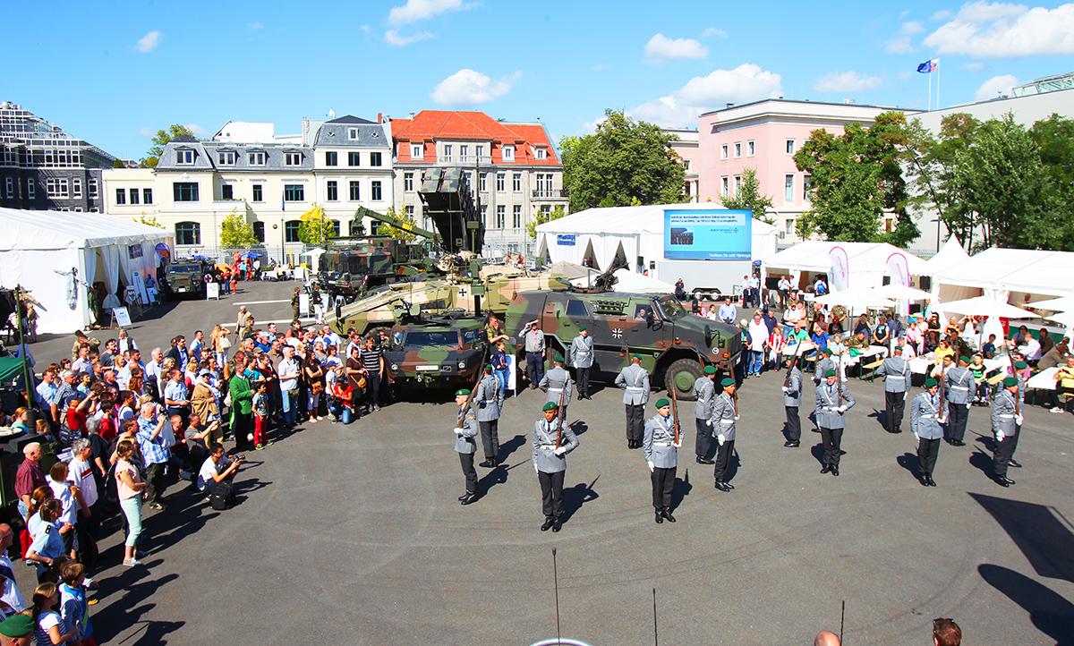Kramp-Karrenbauer will Deutschland weiter militarisieren