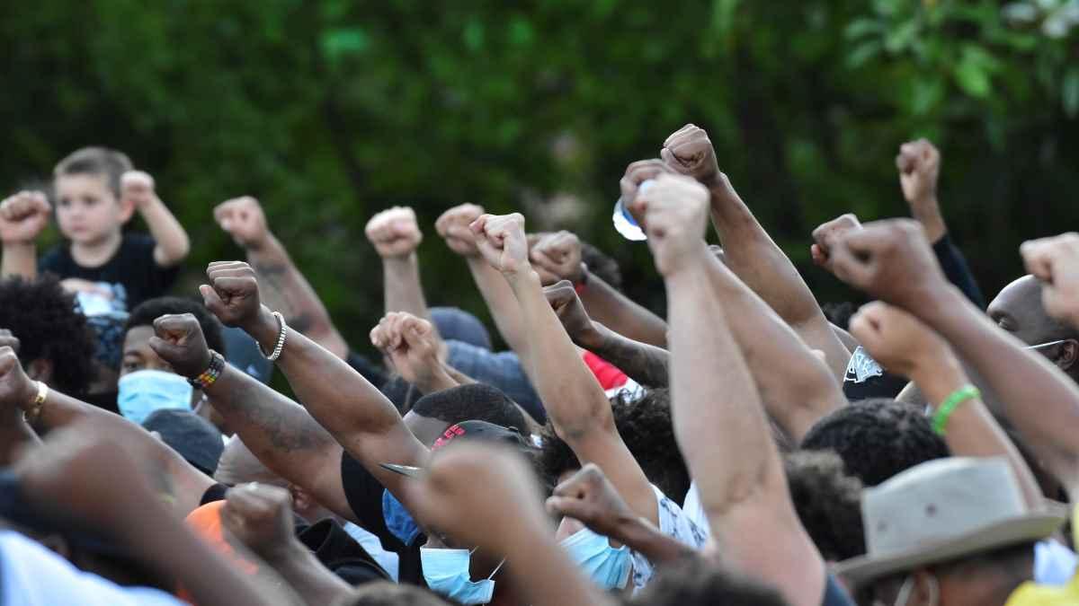 Unsere Solidarität mit der weltweiten antirassistischen Revolte