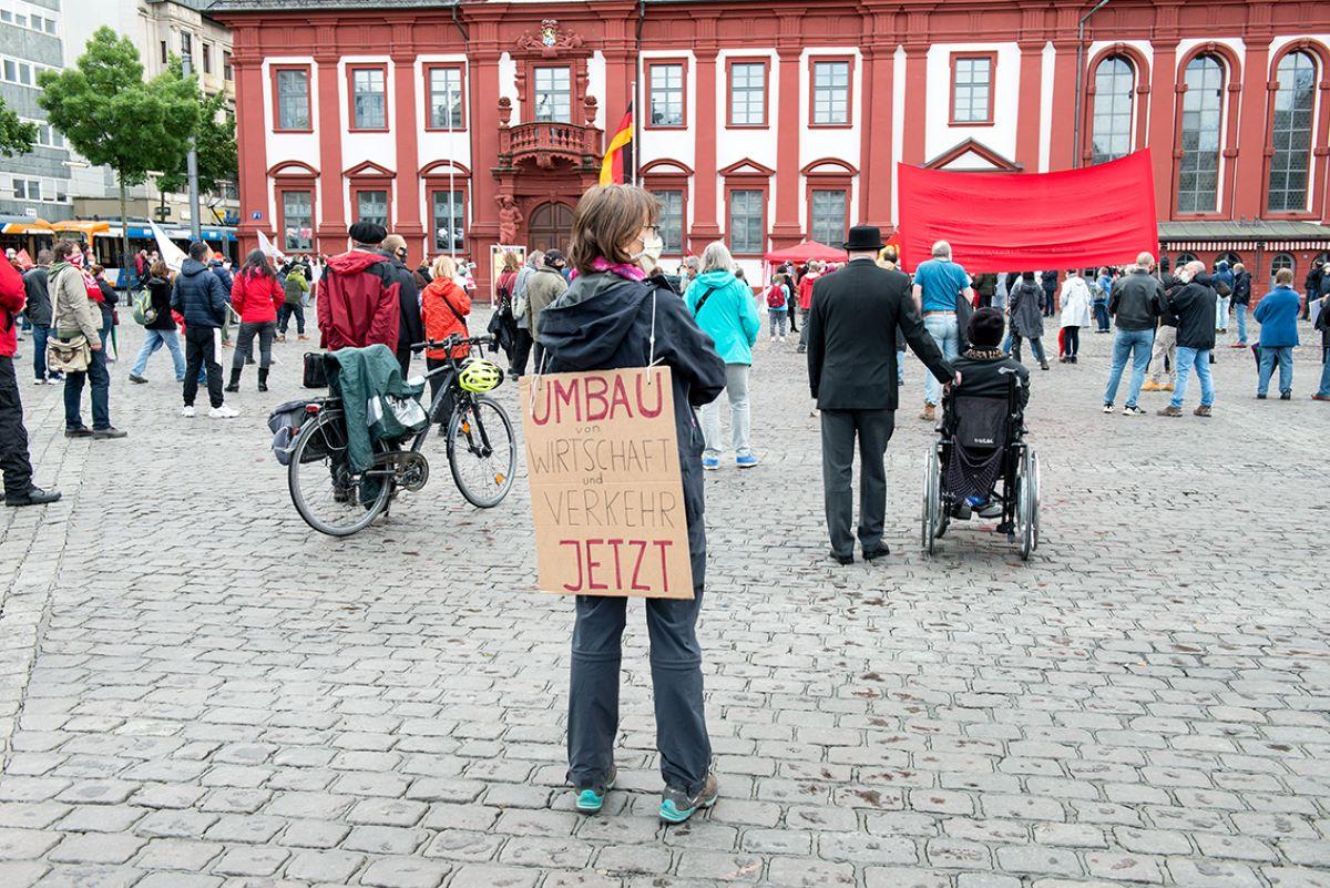 "Soziale Front statt ""Sozialpartnerschaft"""