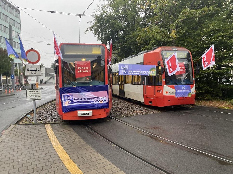 Busse und Bahnen stehen still ‒   ein Streik zur rechten Zeit, zum richtigen Thema!
