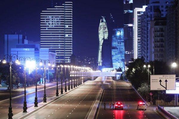 Leere Straßen in Baku, der Hauptstadt von Aserbaidschan