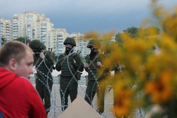 Polizisten bei Protesten in Minsk