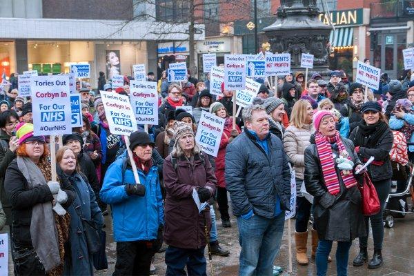 Proteste gegen Kürzungen im britischen Gesundheitswesen